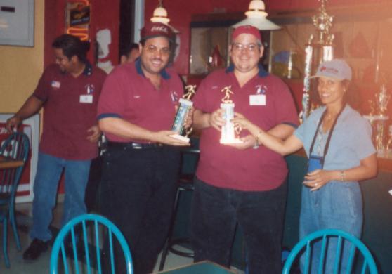 Pablo y Georgie Celebrando su 2do Lugar en Bowling en Trialo Santana